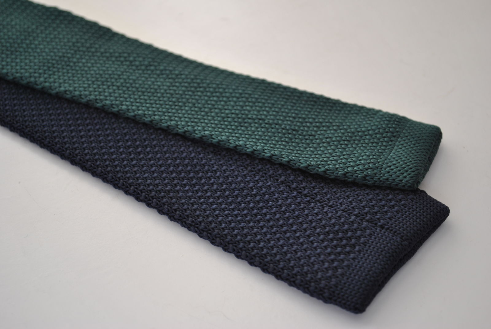 Frederick Thomas knitted navy and green spotted tie