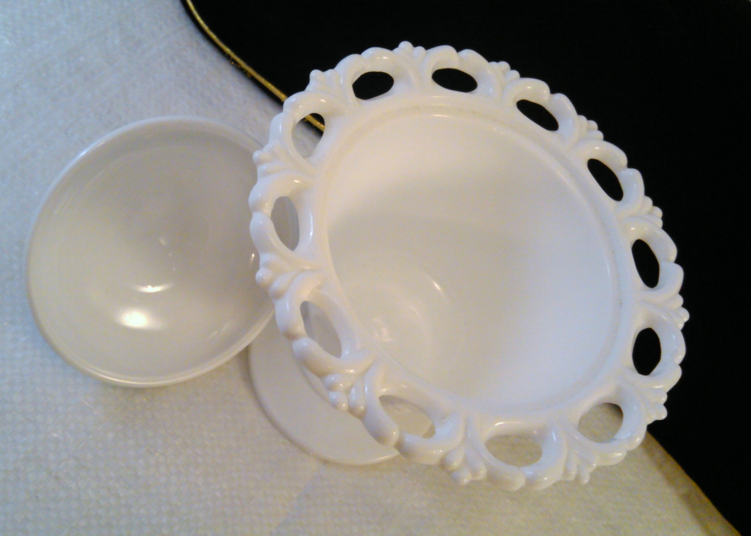 Vintage Grape & Vine Lace Edge Pedestal Milk Glass Candy Dish Bowl w/Lid