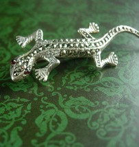 Sterling gecko Brooch silver marcasites Ruby eyes Vintage Figural Women'... - $75.00