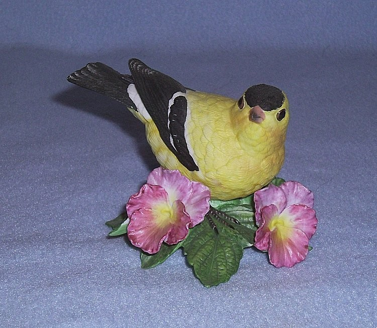 Primary image for Lenox American Goldfinch Figurine Garden Bird Collection