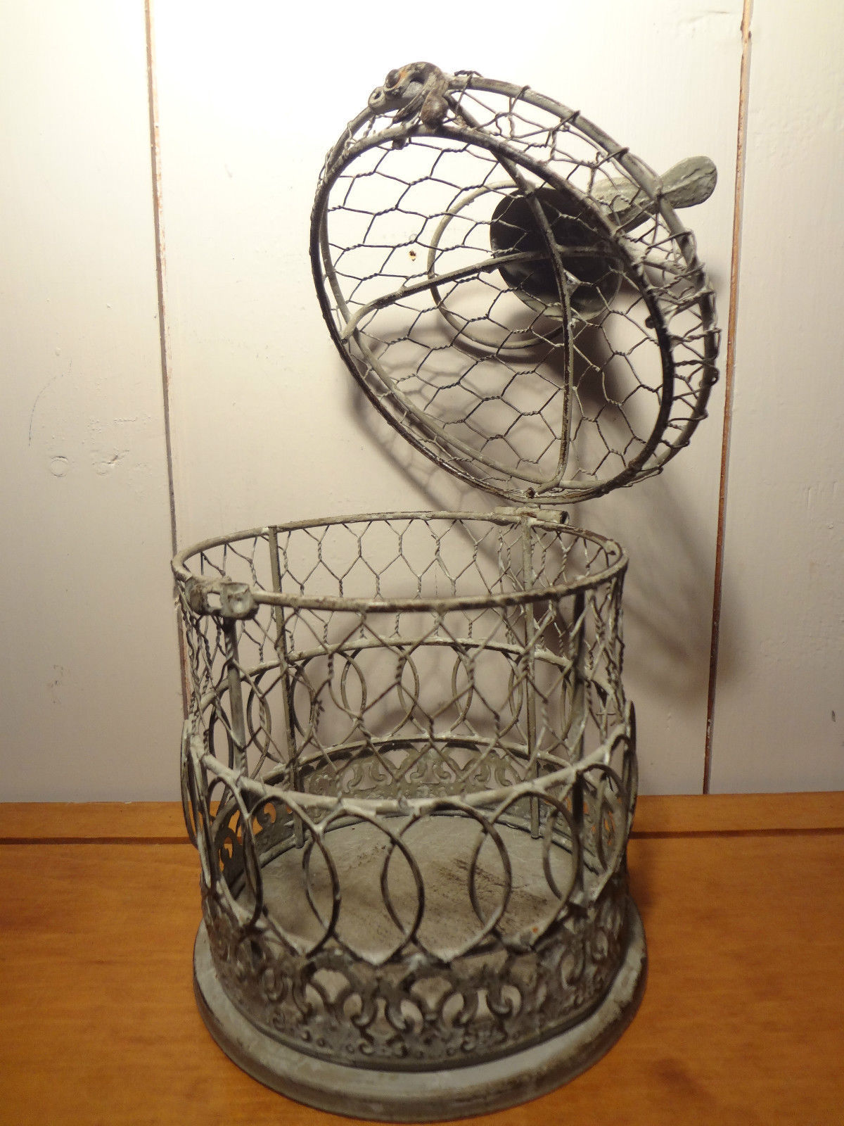 Decorative Metal Birdcage (white)