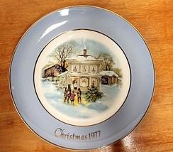 Plate 1977 Christmas Plate Avon - $12.04