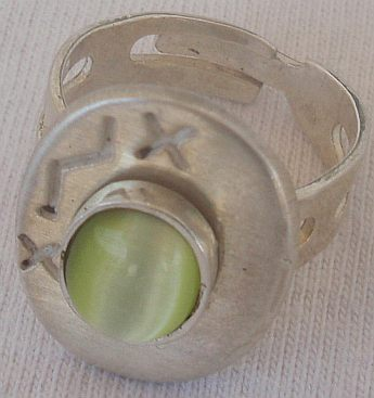 Peridot cat eye silver ring