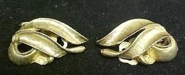 Vintage Avon Gold Tone Swirl Leaf Clip Back Earrings Jewelry Mint 1970s - $9.67
