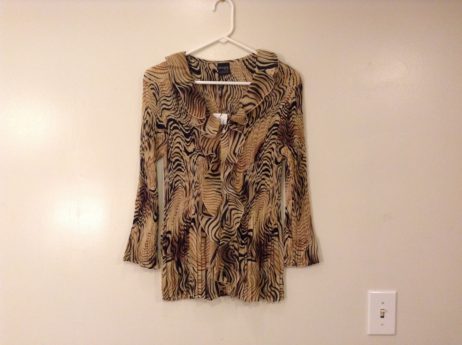 Georgette Mini Pleats V-Neck Ruffle Blouse Swirl Animal, Magic Scarf, one size