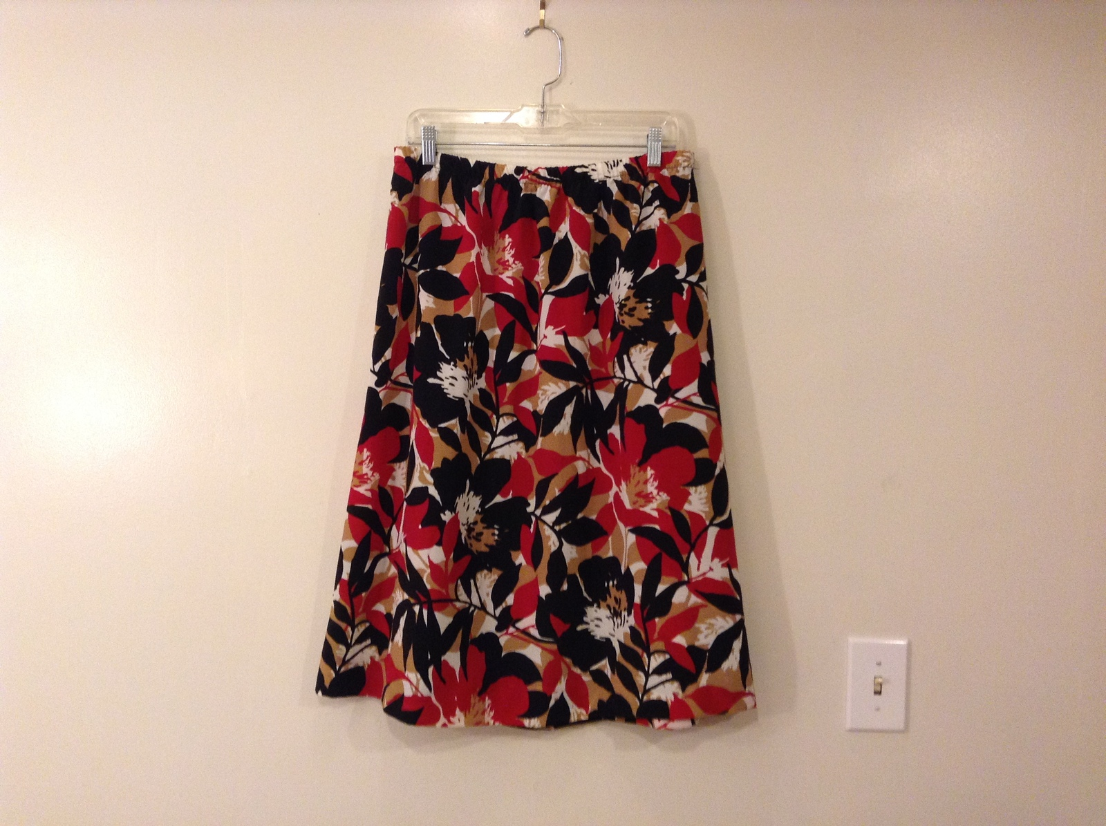 Floral Pattern Black Red White Beige Elastic Waist Skirt, size 16, unlined