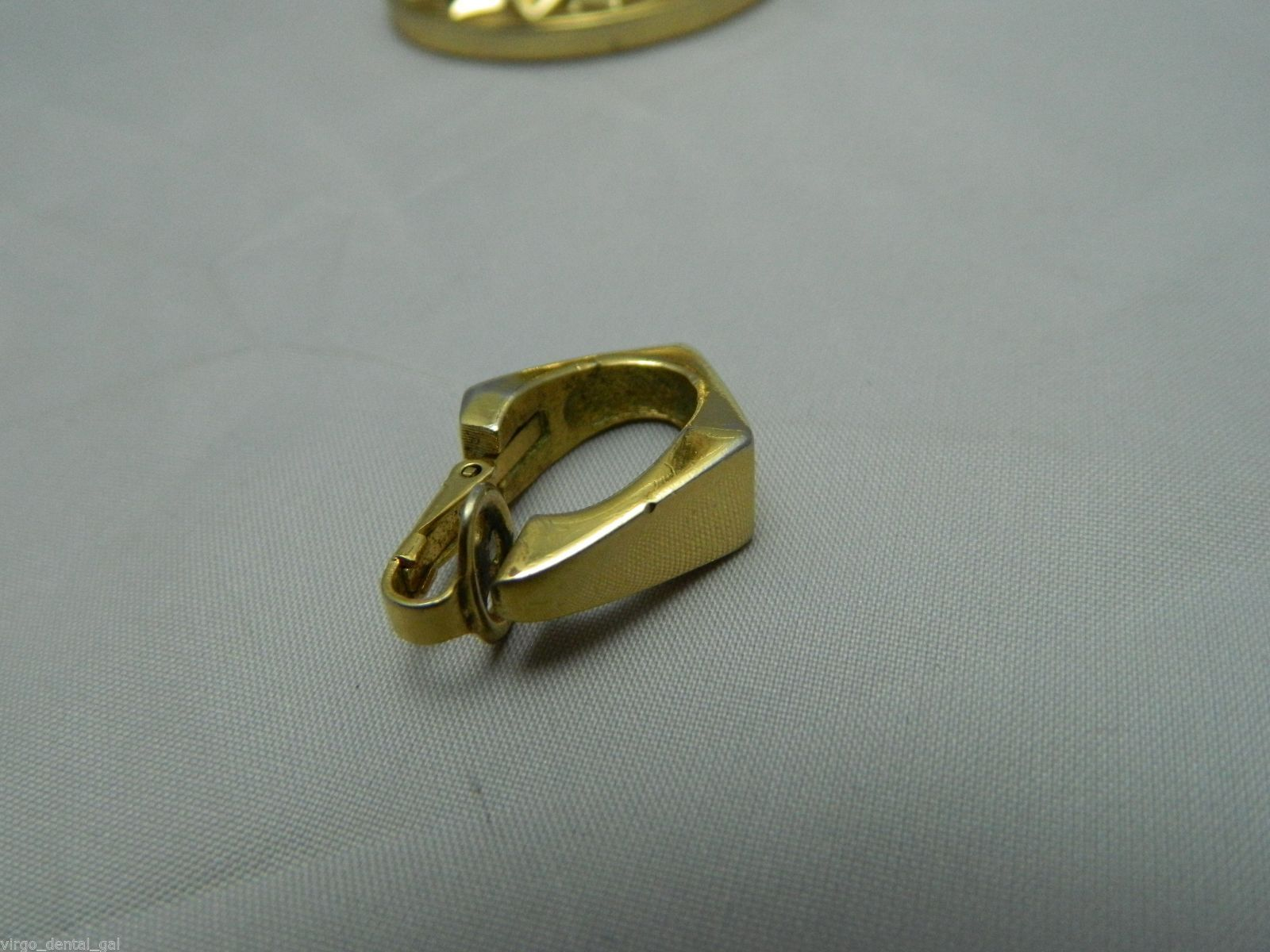 VTG TRIFARI Signed Gold Tone Modern Abstract Diamond Shape Clip Earrings
