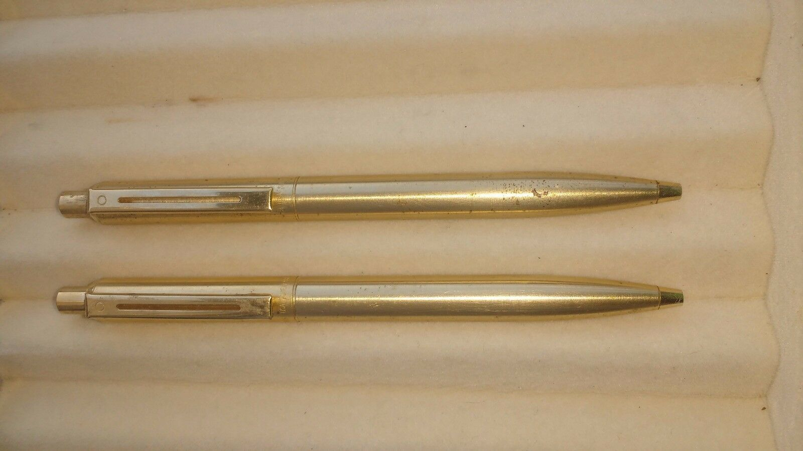 2 PC VINTAGE SHEAFFER SENTINEL BRUSHED GOLD PLATED TRIM BALL POINT PEN(329-2)