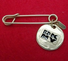 VINTAGE GOLD TONE DKNY SAFETY PIN CHARM BROOCH 1993 SIGNED BLACK PRINT 93 - $28.49
