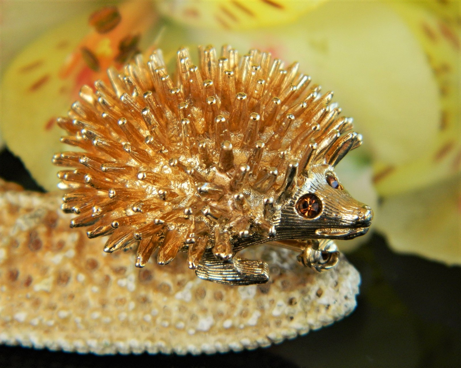 Vintage porcupine hedgehog sarah coventry spiked pin brooch amber eyes