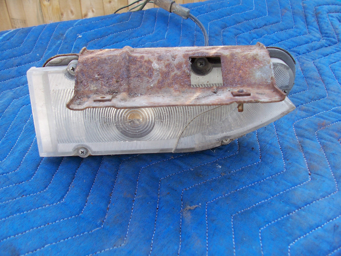 1968  THUNDERBIRD front  LEFT MARKER SIGNAL LIGHT CRACKED OEM USED ORIGINAL FORD