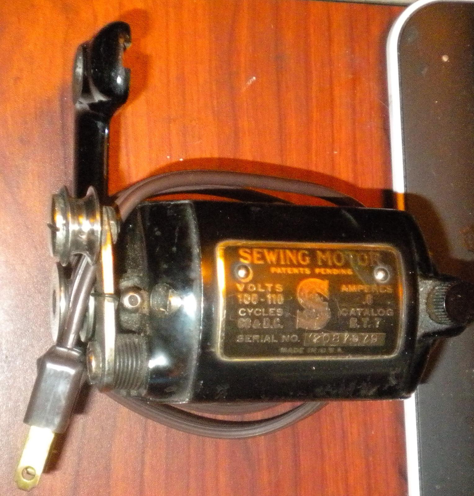 Vintage singer sewing motor 06 amp bt7 and 50 similar items dscn2642 fandeluxe Gallery