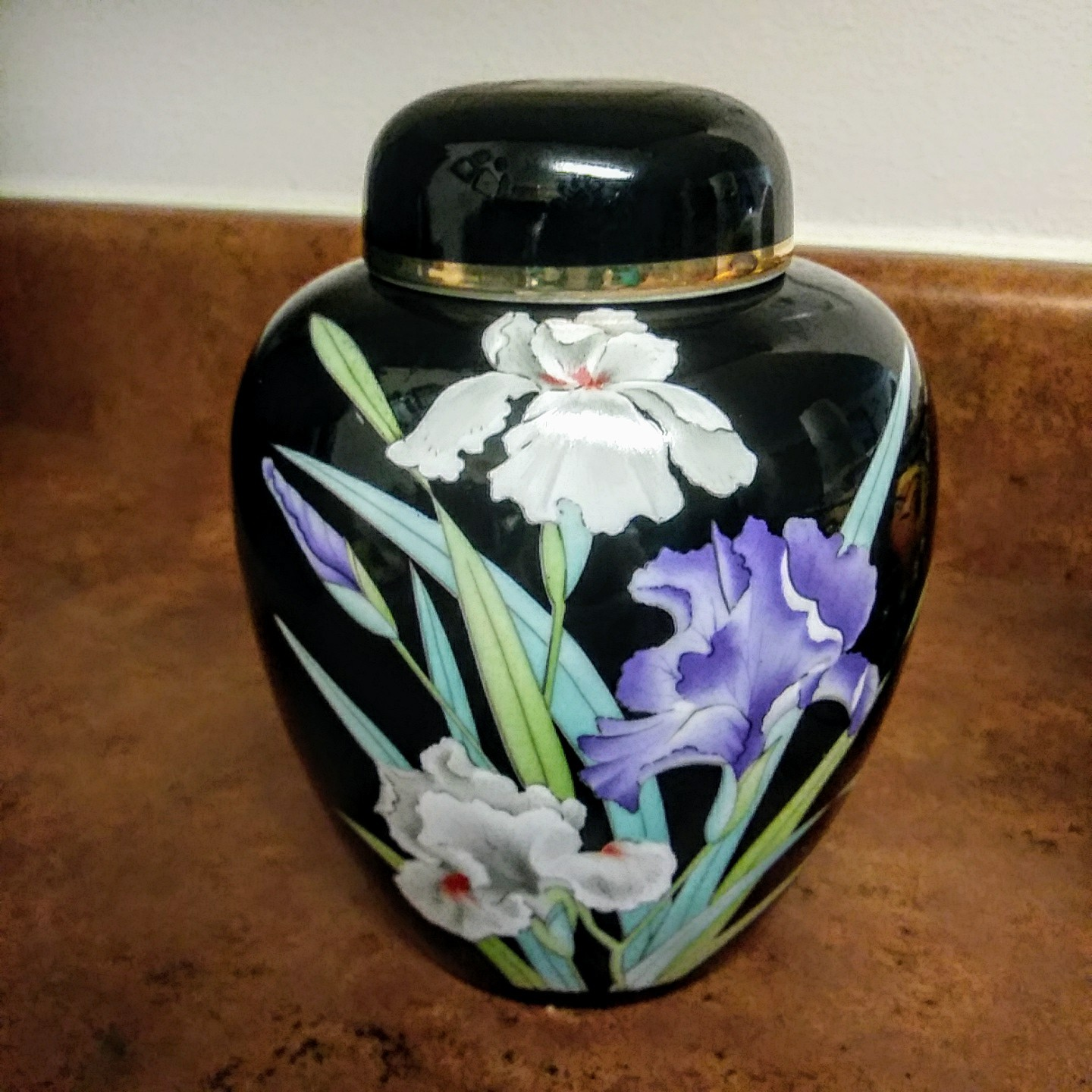 YAMAJI Fine China Made in Japan Black Ginger Jar w/ Lid Iris Floral Design and G