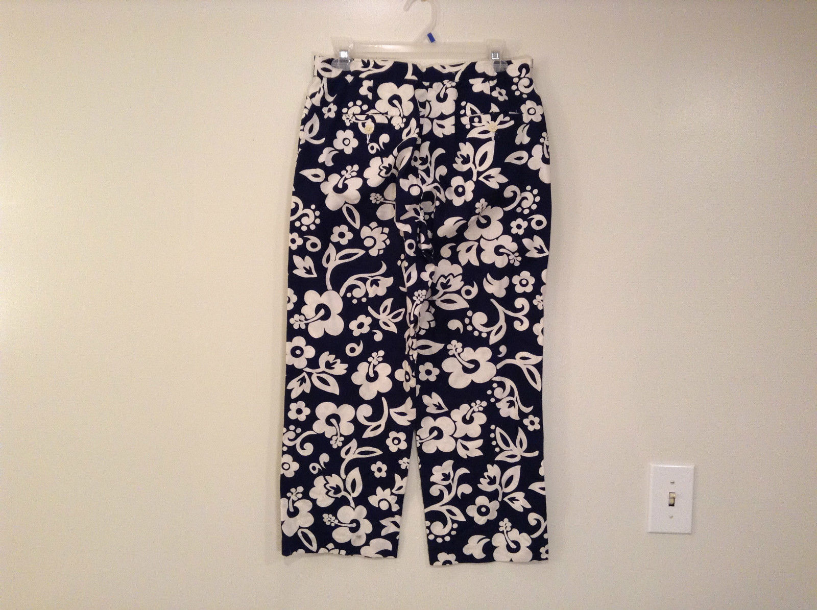 Dark Blue with White Flowers Tommy Hilfiger Size 8 Cotton Capri Pants