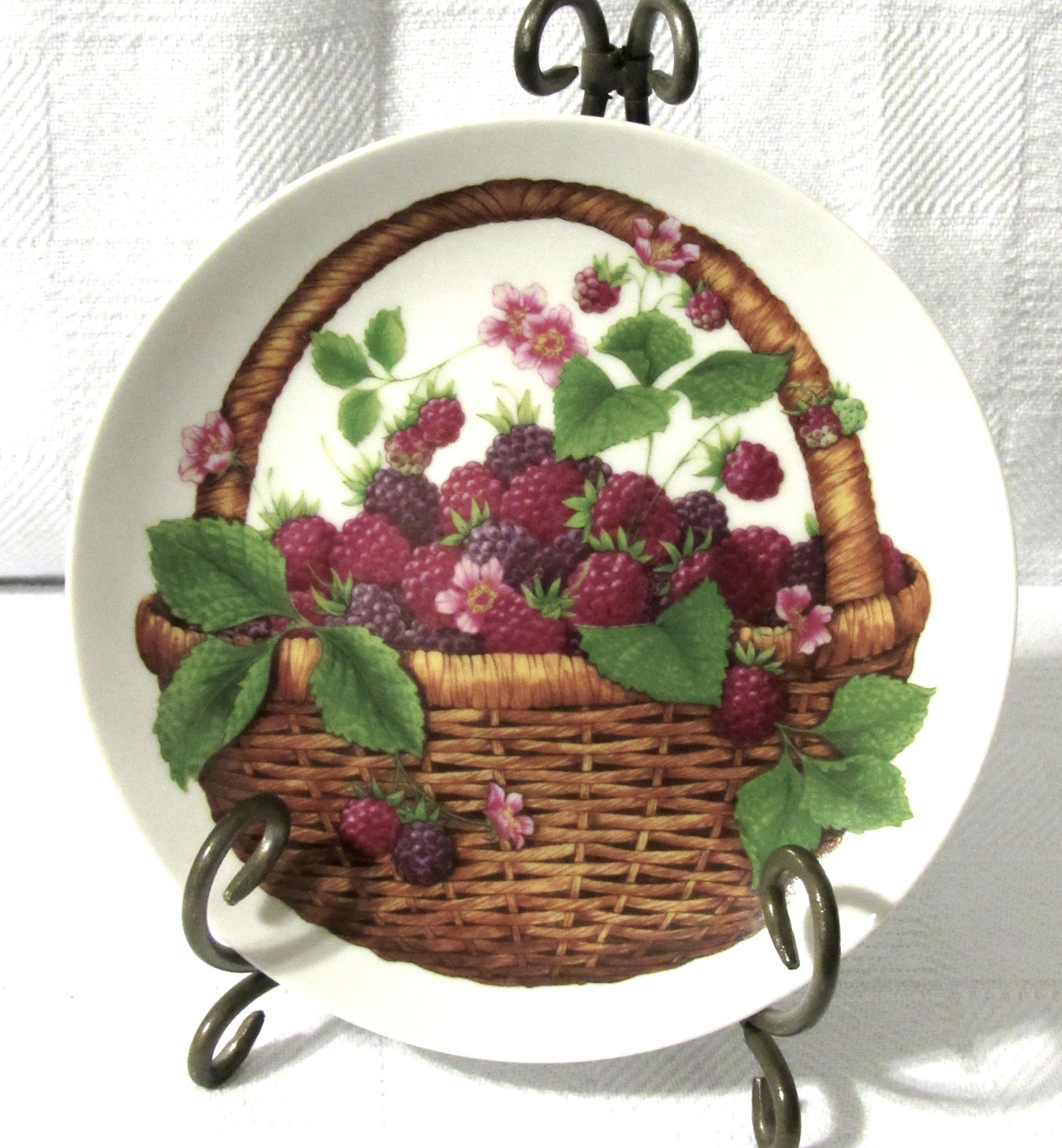 Avon Vintage 1985 Summer Fruit Collector's Plate 8""