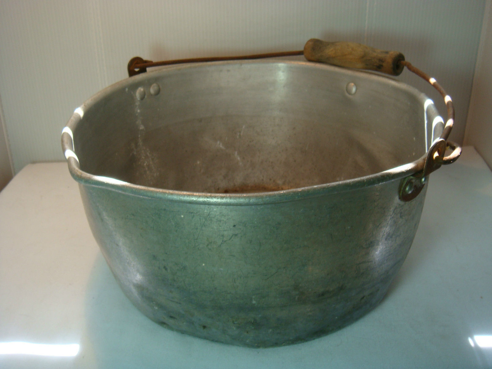 VINTAGE MILKING PAIL - KITCHEN PAN - ALUMINUM - VERY USED & VERY OLD