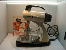 """Deluxe Sunbeam Automatic Mixmaster Mixer 1957 """"Purr's Like A Kitten"""" - $65.95"""