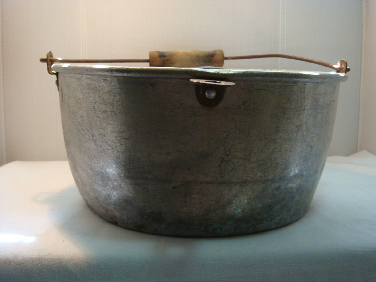 VINTAGE MILKING PAIL - KITCHEN PAN - ALUMINUM - VERY USED & VERY OLD image 4