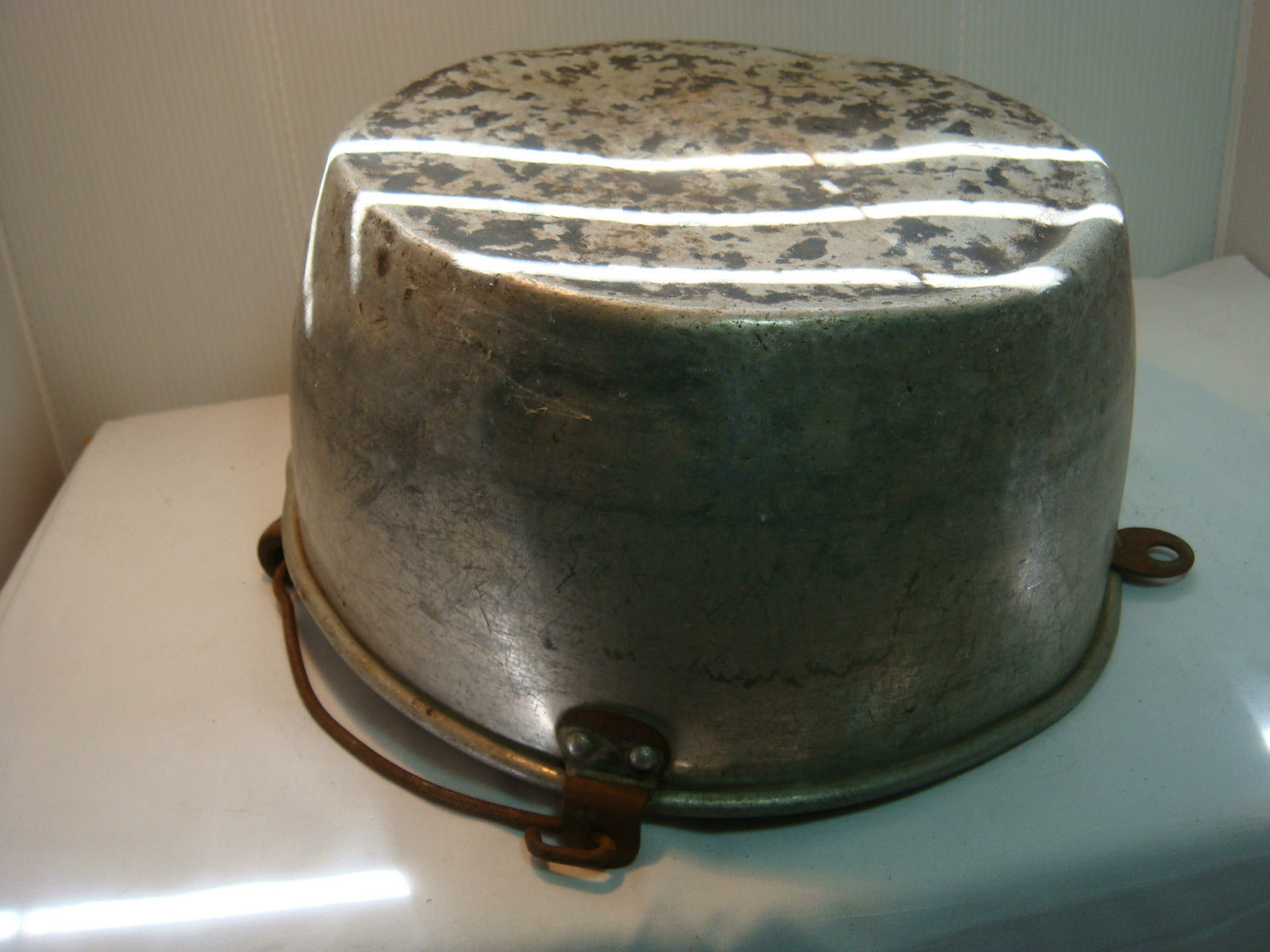VINTAGE MILKING PAIL - KITCHEN PAN - ALUMINUM - VERY USED & VERY OLD image 5