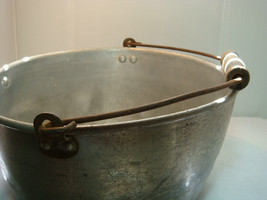 VINTAGE MILKING PAIL - KITCHEN PAN - ALUMINUM - VERY USED & VERY OLD image 8