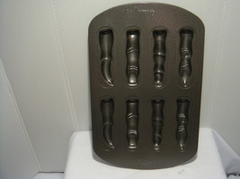 WILTON HALOWEEN FINGER TREATS CAKE PAN - MAKES 8 SPOOKY FINGERS ANYTIME - $10.95