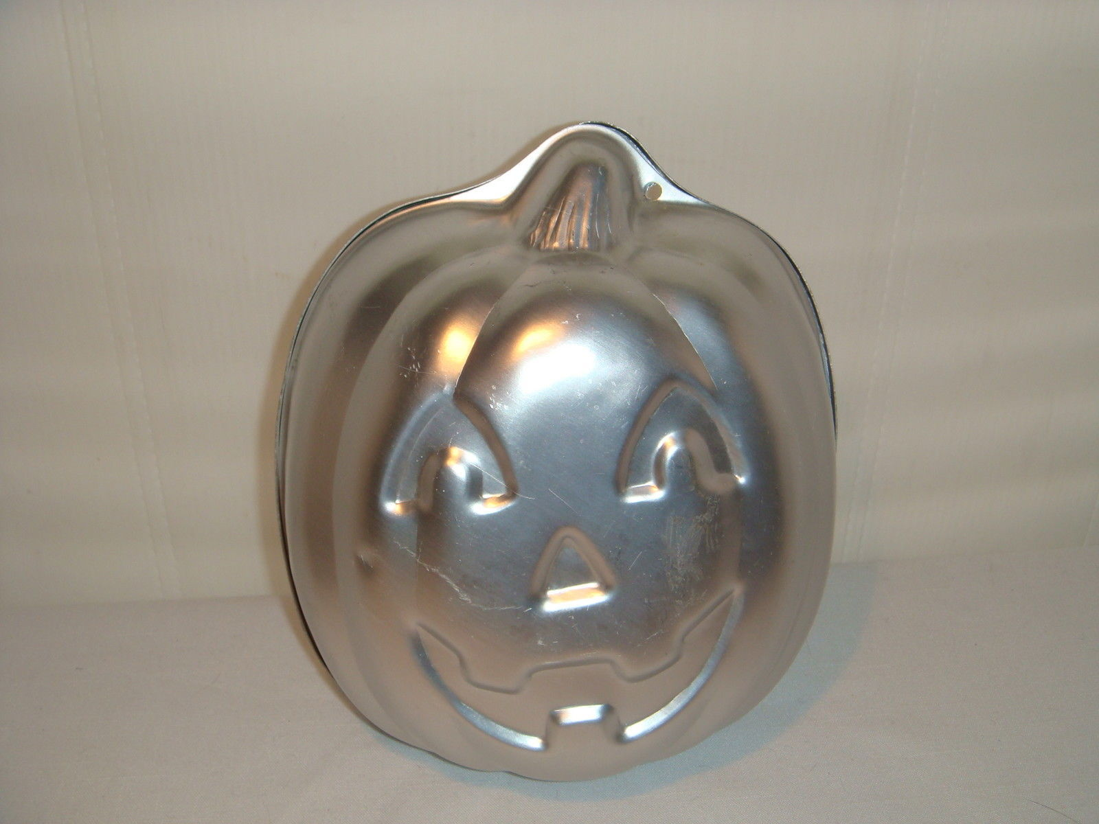 Primary image for WILTON FULLY ROUND PUMPKIN 1995 CAKE PAN ALUMINUM # 2105 - 3750