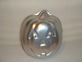 WILTON FULLY ROUND PUMPKIN 1995 CAKE PAN ALUMINUM # 2105 - 3750   - $16.95