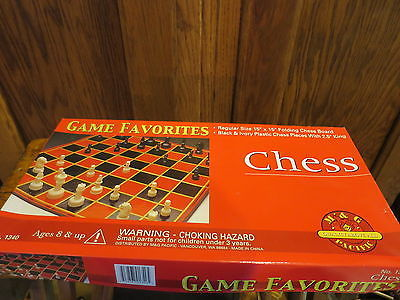 Chess Game Favorites M & G #1340 Plastic Chess Pieces Complete