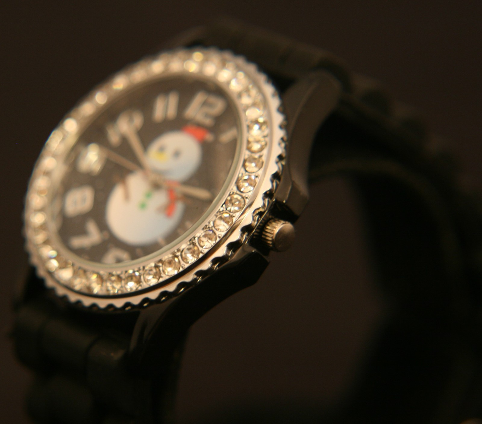 Get ready for Christmas with this delightful new Santa Claus quartz wristwatch.