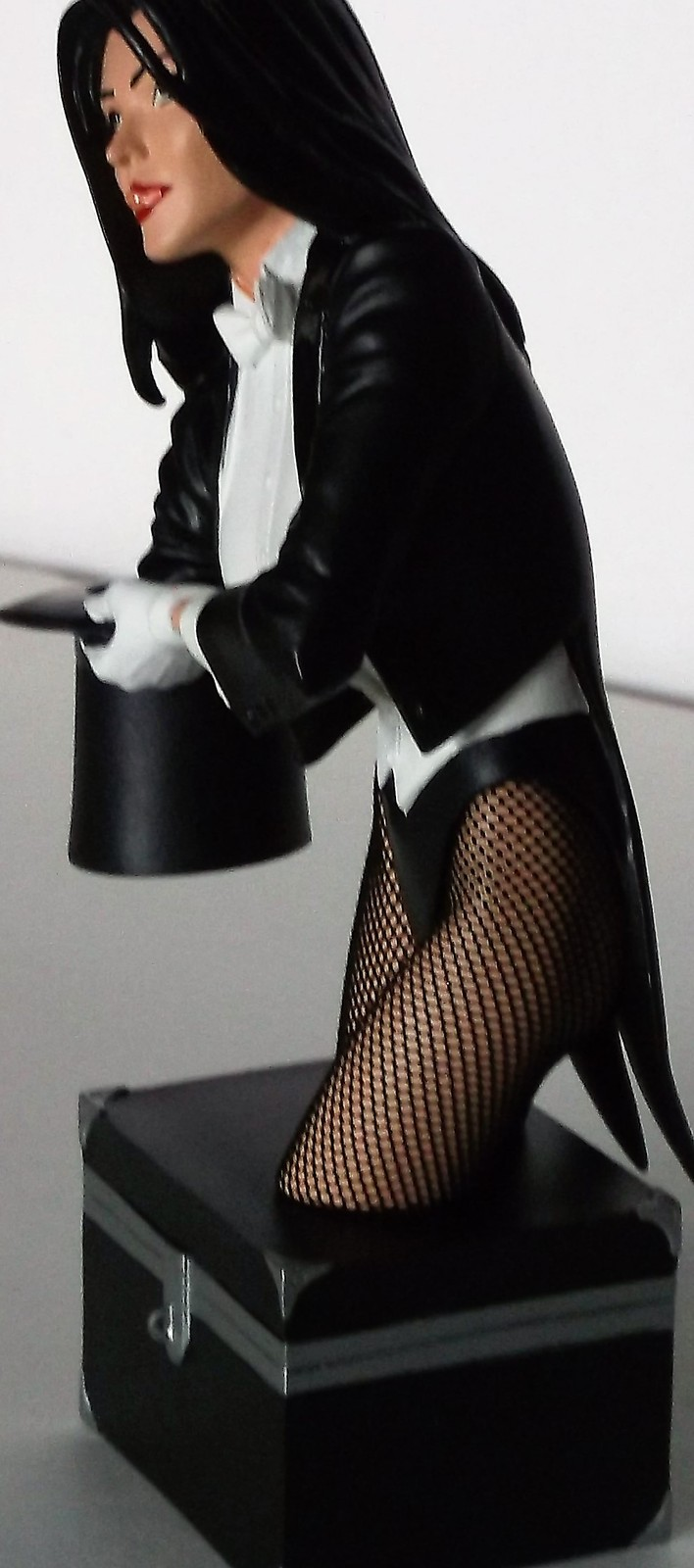DC Direct Women Of The DC Universe Zatanna Hand Painted Cold Cast Porcelain Bust