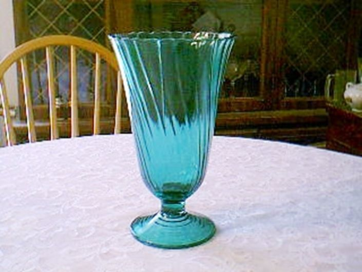 Jeannette Glass PETAL SWIRL ULTRAMARINE FOOTED VASE