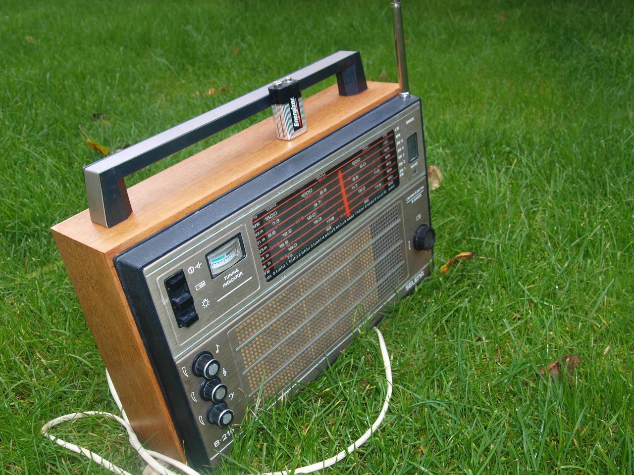 Vintage Soviet Russian USSR  Radio SELENA  B 216 LW AM FM 5SW World Receiver