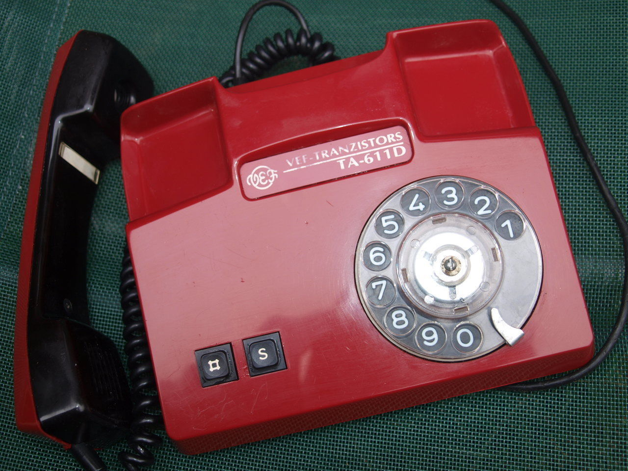 VINTAGE  ROTARY DIAL PHONE RED  MADE IN LATVIA 1996