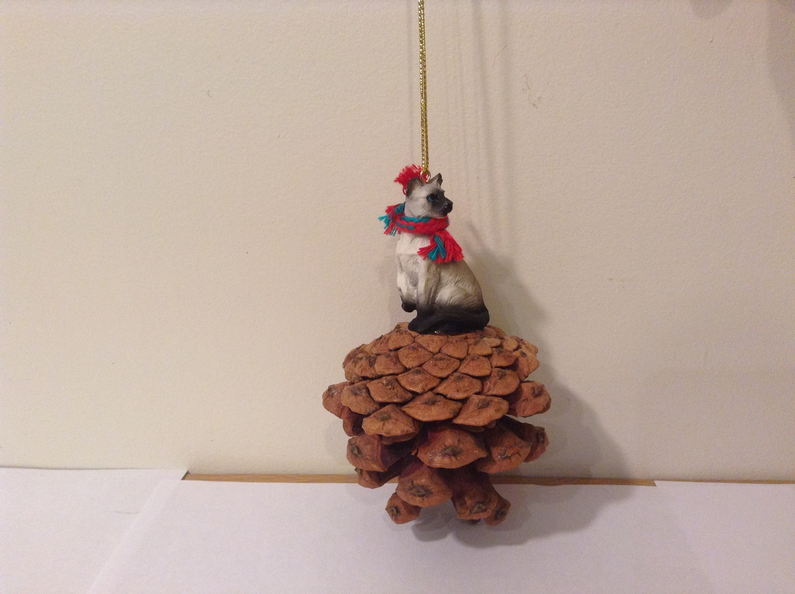 Siamese Cat Real Pinecone Pet Ornament Decoration with Red/Green Scarf, New