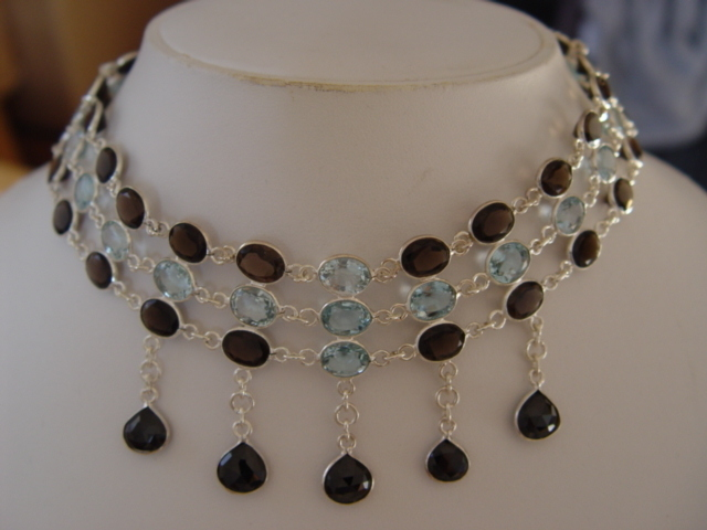 "177.60 CARATS BLACK SPINEL HEARTS SMOKEY TOPAZ  AND AQUAMARINE NECKLACE 16"" AVLB"