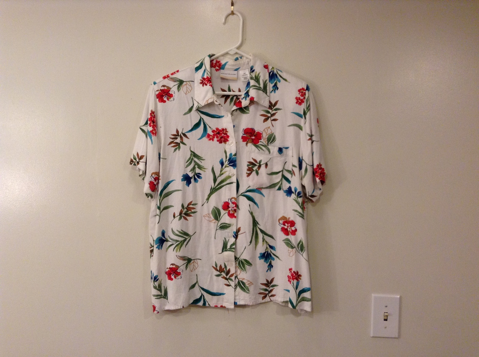 Alfred Dunner Woman 100% Rayon Shirt Blouse White with Exotic Flowers size 16W