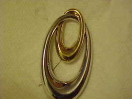 Pin Brooch Signed Monet Oval Gold & Silver Tone Costume Jewelry Free Shi... - $20.20