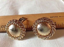 "1"" Round Clip on Earrings Brushed Gold Tone Surounded by Chain Rope Classic - $5.65"