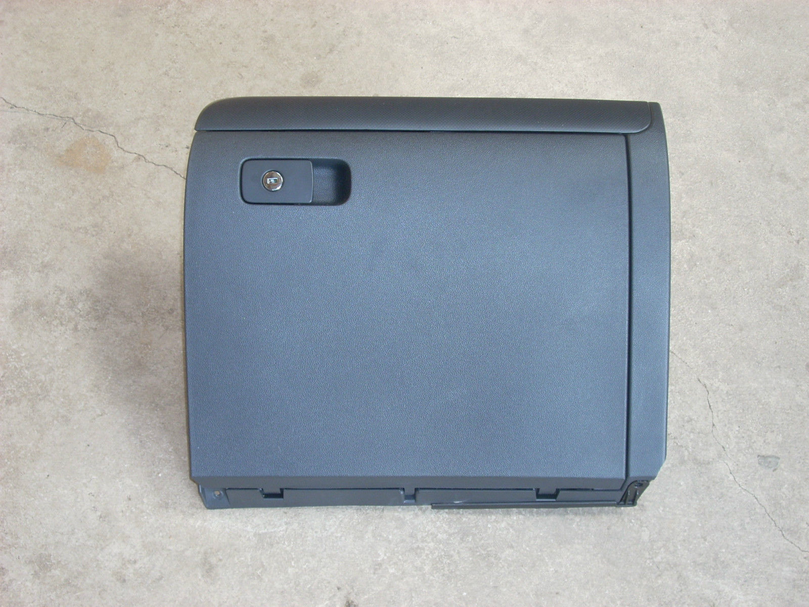 2011 VW JETTA GLOVE BOX DOOR