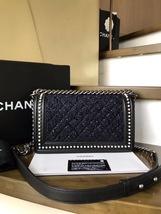 BNIB AUTHENTIC 2019 CHANEL BLACK Limited Edition Leather Medium Boy Flap Bag image 3