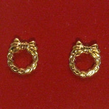 Vintage 80s Dainty Wreath Earrings Gold Plated Hypo Allergenic Christmas in July - $14.80