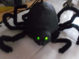 Halloween Spider Decor Sits/Hangs Mint Vintage Green Blink Eyes  - $15.83