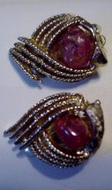 CORO Clip on Earrings Vintage Gorgeous Red Mottled Glass Cabuchon Stone - $15.79