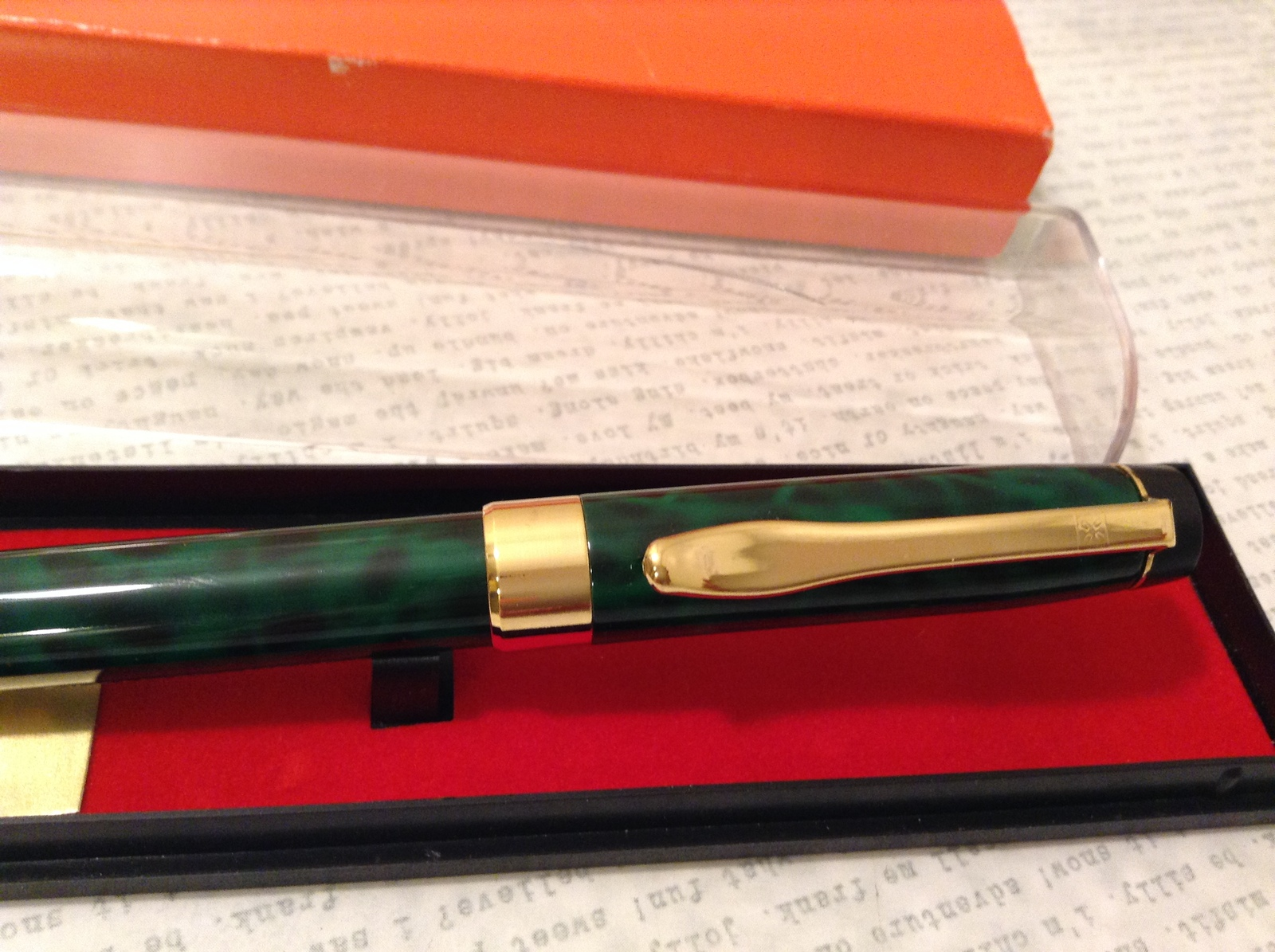 O'Leary's Smoke Shop Ball Pen with Clover Leaf Green Black Gold in Case