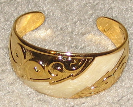 Vintage Costume Jewelry Goldtone/Faux Ivory Cuff Bracelet