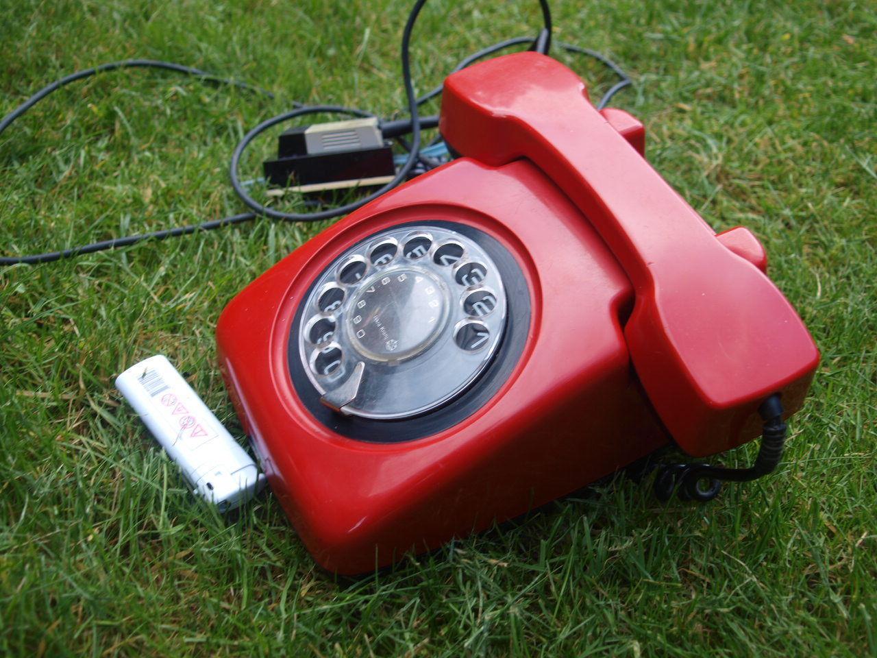 VINTAGE RARE SOVIET YUGOSLAVIA ROTARY DIAL PHONE ETA-62 RED BLACK COLOR