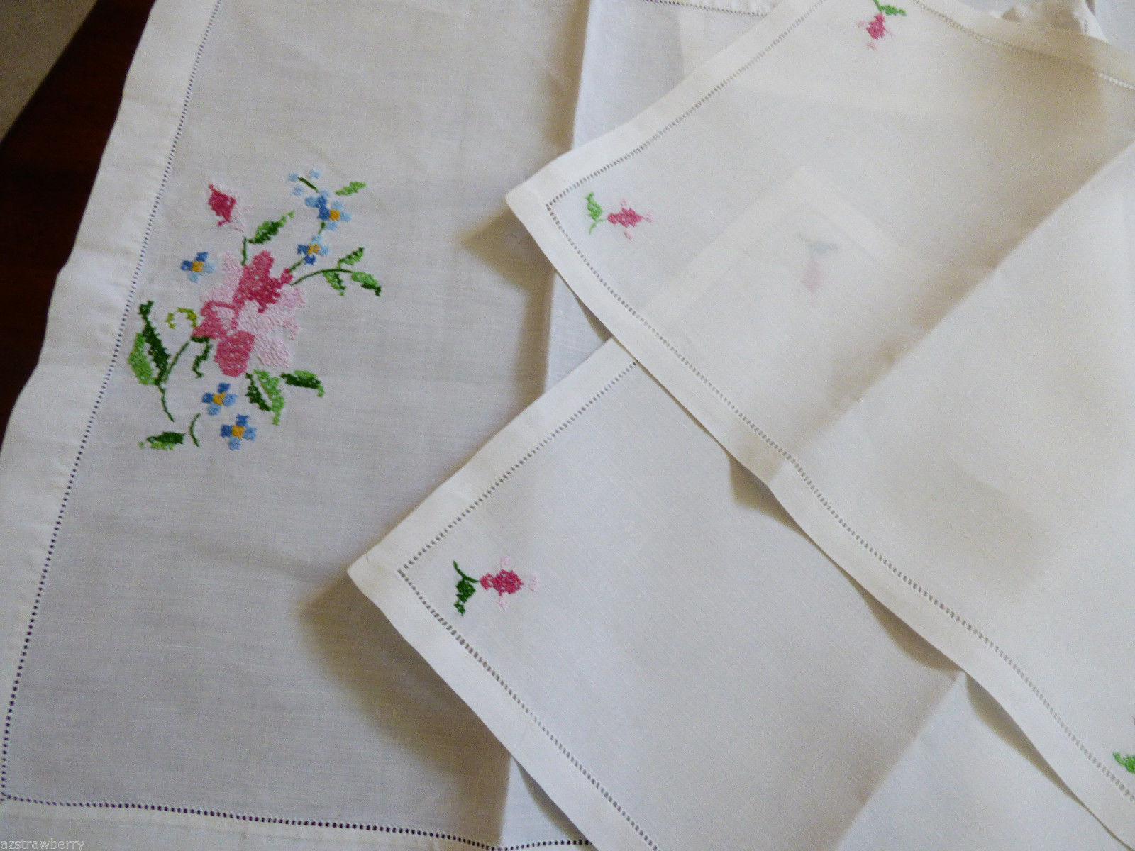 VTG lot of 4 Hand made Linen Embroidery Cloth Placemat napkins table runner