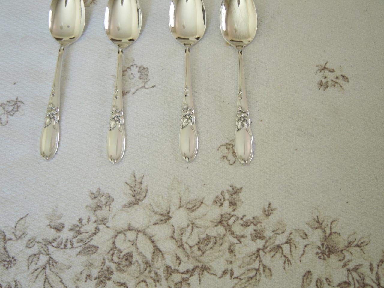 Community White Orchid (1953) demitasse spoons near mint by the piece (1E)