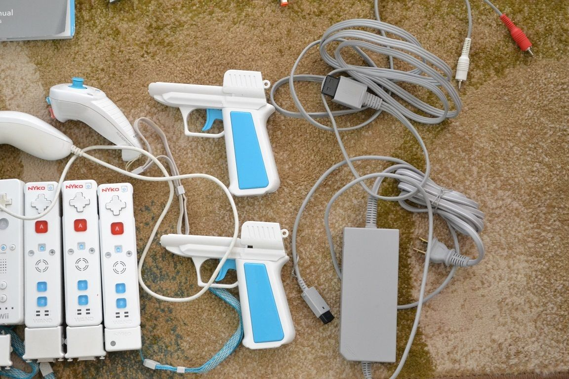 Nintendo Wii Sports Resort Pack White Console (RVLSWAAA) No Resort Game