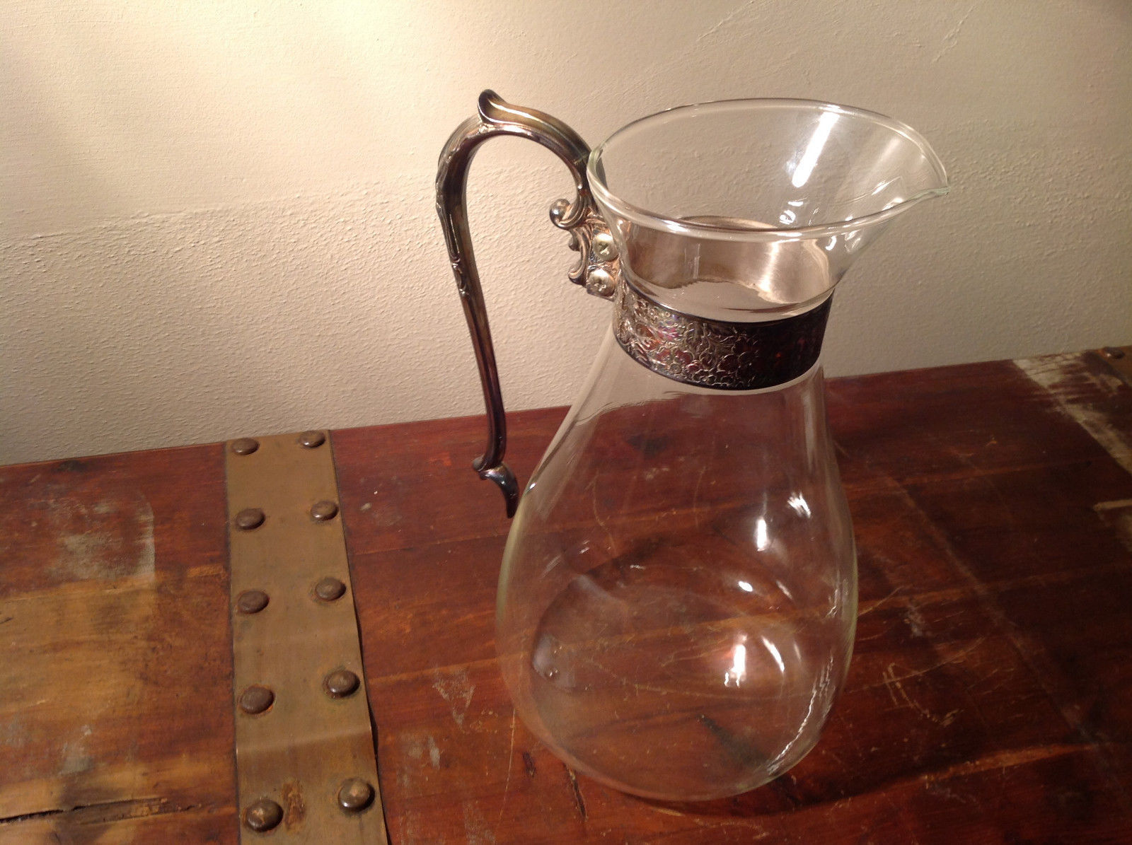 Exceptional Glass Water Wine Crystal Pitcher with Relief Metal Handle Metal Band